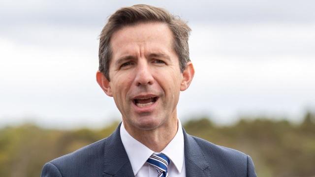 Australia tố Trung Quốc phớt lờ kêu gọi giảm căng thẳng thương mại - 1