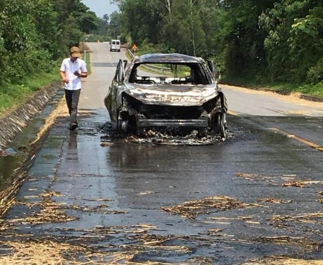 Xe Santafe bốc cháy trên đường, tài xế bỏng nặng - 2