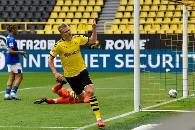 Fabregas mỉa mai việc Bundesliga thi đấu không có khán giả - 1