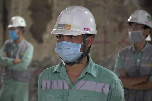 Công nhân xuyên đêm đổ bê tông ga ngầm đường sắt đầu tiên ở Hà Nội - 7