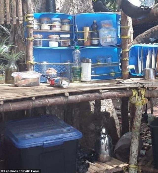 Mắc kẹt trên đảo hoang đầy rắn và bọ cạp vì dịch Covid-19 - 4