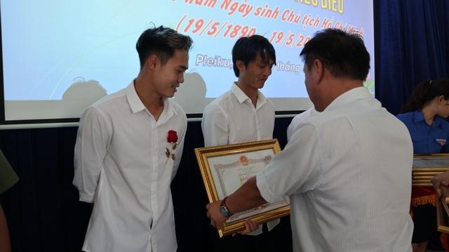 """Văn Toàn, Tuấn Anh được tuyên dương """"Công dân trẻ tiêu biểu Gia Lai 2019"""" - 2"""