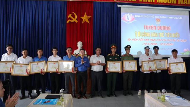 """Văn Toàn, Tuấn Anh được tuyên dương """"Công dân trẻ tiêu biểu Gia Lai 2019"""" - 1"""