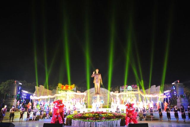 Hành trình đón tượng Bác Hồ về với đồng bào Gia Lai - 1