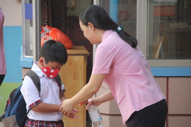 Trẻ mầm non đi học trở lại: Con cười tươi, mẹ... khóc! - 2