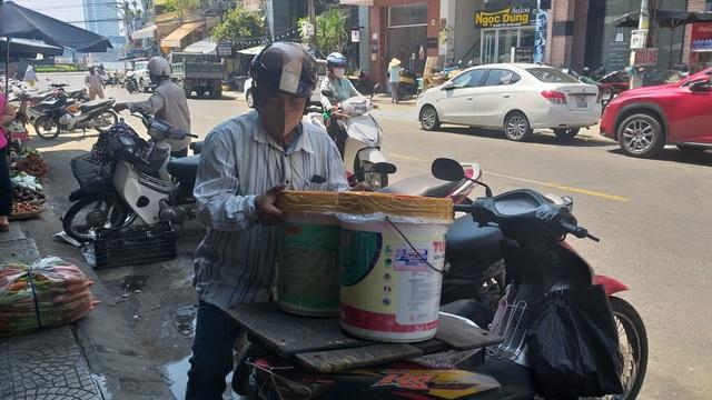 Đà Nẵng: Covid-19 khiến nhiều xe ôm ở chợ du lịch giảm thu nhập - 2