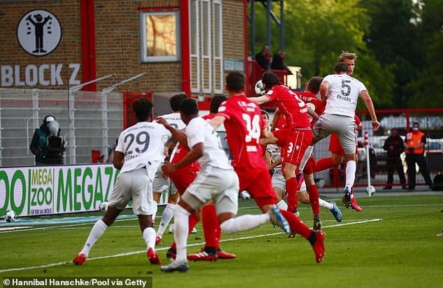 Bayern Munich vững ngôi đầu bảng ở Bundesliga - 3