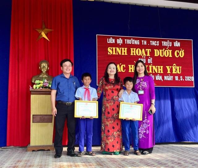 Quảng Trị: Tuyên dương 2 học sinh dũng cảm cứu em nhỏ bị đuối nước - 1