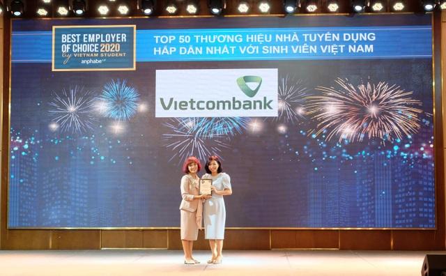 Vietcombank dẫn đầu Top Thương hiệu Nhà tuyển dụng hấp dẫn nhất với sinh viên Việt Nam 2020 trong lĩnh vực tài chính - ngân hàng - 1