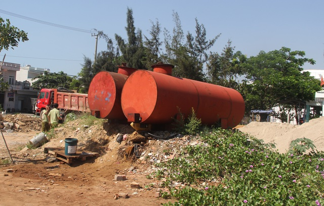 Tỉnh Phú Yên yêu cầu báo cáo việc 2 bồn chứa dầu trong khu dân cư - 1