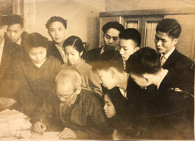 Ấn tượng của một nhà giáo sau những lần gặp Chủ tịch Hồ Chí Minh - 1