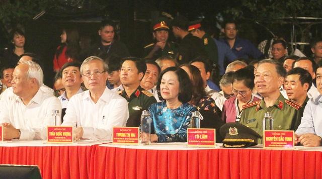 Hồ Chí Minh-Sáng ngời ý chí Việt Nam