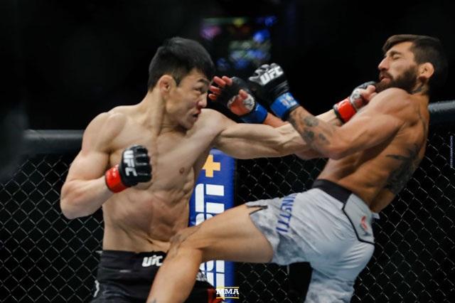 """Tung ra cú đấm """"sấm sét"""", võ sĩ Mông Cổ khiến đối thủ gục ngã - 1"""