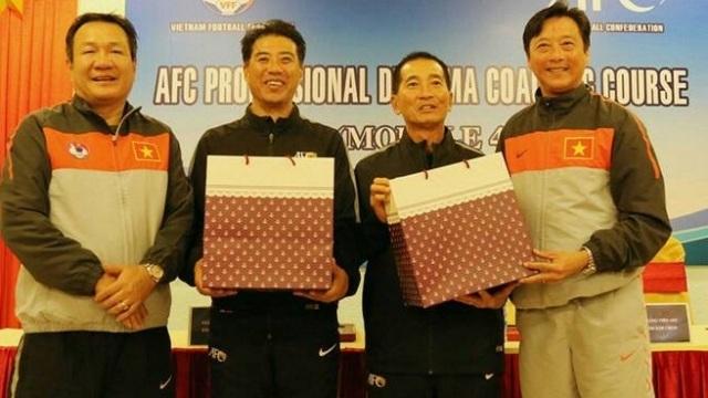 Báo Thái Lan tiết lộ mức lương khủng của tân Giám đốc kỹ thuật VFF - 1