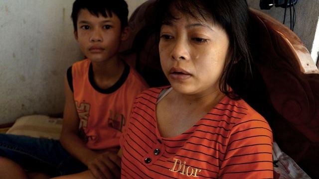 Rớt nước mắt cảnh cậu bé bán thóc lấy tiền đưa mẹ đi bệnh viện - 1