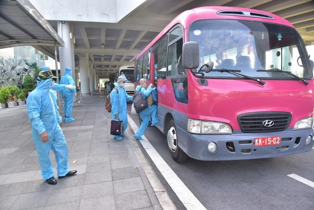 Sân bay Cần Thơ đón hơn 300 công dân Việt Nam từ Ấn Độ trở về - 2