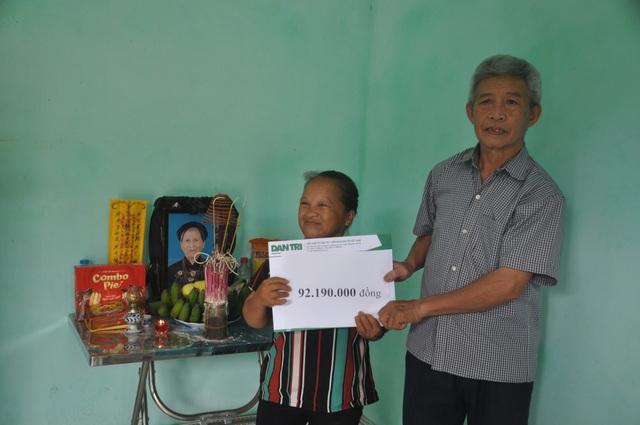 Gia đình cụ Xoa nghẹn ngào đón nhận sự giúp đỡ của các nhà hảo tâm - 2