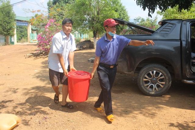 Thầy trò vùng biên gian nan tìm nước sạch - 2