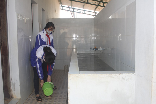 Thầy trò vùng biên gian nan tìm nước sạch - 4