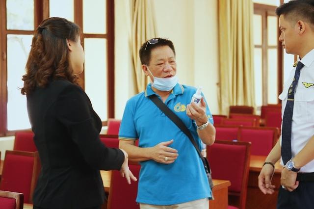 MC Minh Hà đại diện Mamachi trao tài trợ cho Đoàn bay 919 Vietnam Airlines - 8
