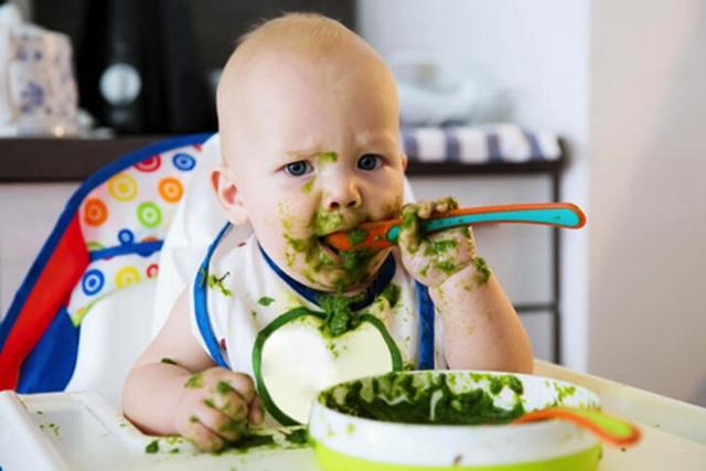 Mẹo hay giúp mẹ dễ dàng cho bé tập ăn dặm - 1