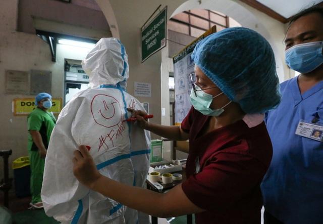 """Philippines đột kích bệnh viện """"chui"""" chữa Covid-19 cho người Trung Quốc - 1"""