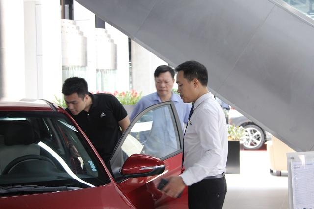 Phí trước bạ giảm 50%: Mua xe nội được giảm hàng trăm triệu đồng - 1