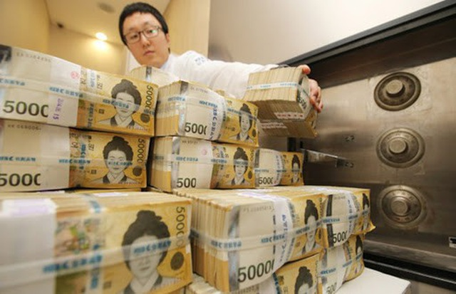 Hàn Quốc tung gần 3 tỷ USD hỗ trợ khối công chức - 1