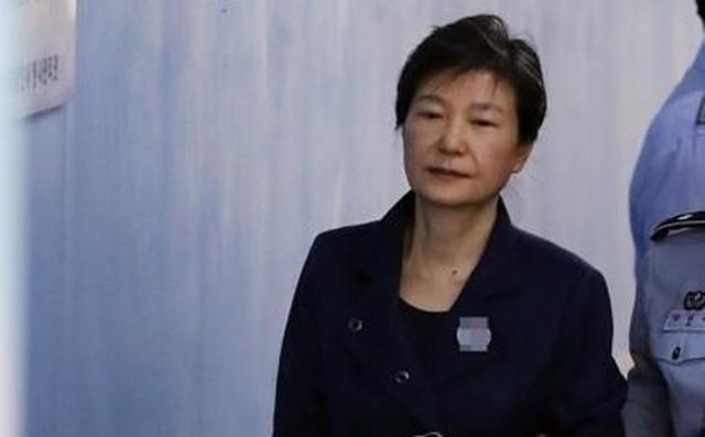 Cựu Tổng thống Hàn Quốc đối mặt 35 năm tù vì cáo buộc tham nhũng - 1