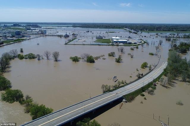 Vỡ 2 đập, bang của Mỹ gặp thảm họa 500 năm có một - 1