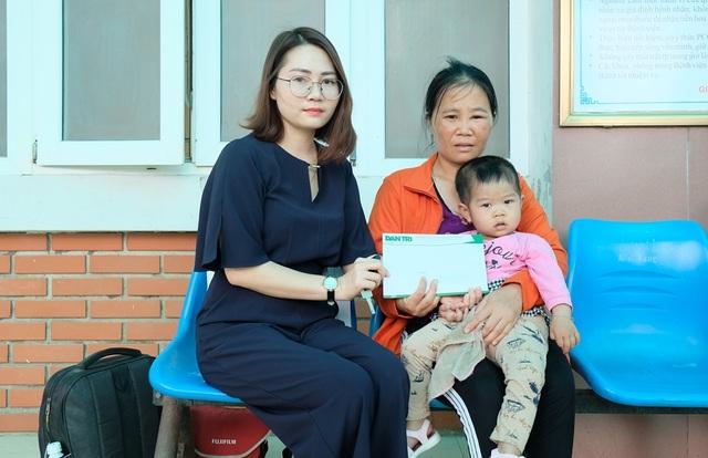 Người mẹ nghèo được bạn đọc Dân trí giúp đỡ phẫu thuật tim cho con - 2