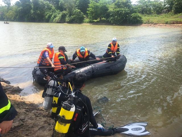Bé gái 13 tuổi chết đuối bất thường dưới chân cầu - 1