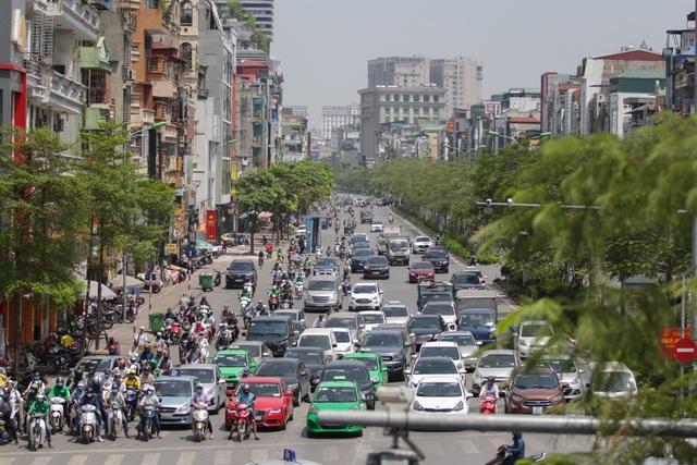 Nắng nóng như thiêu đốt trên đường phố Hà Nội - 2