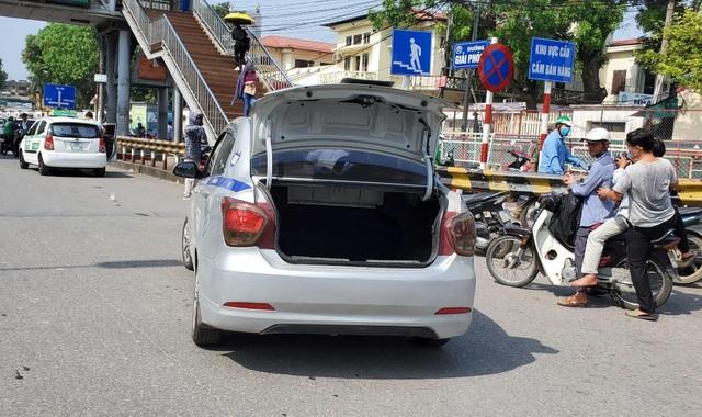 """Hà Nội xử lý hàng loạt taxi che biển số, làm khó """"mắt thần"""" trên phố - 7"""