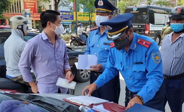 """Hà Nội xử lý hàng loạt taxi che biển số, làm khó """"mắt thần"""" trên phố - 10"""