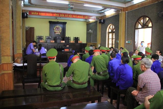 Xét xử vụ gian lận thi cử ở Sơn La: Cựu Giám đốc sở GD-ĐT xin vắng mặt - 2