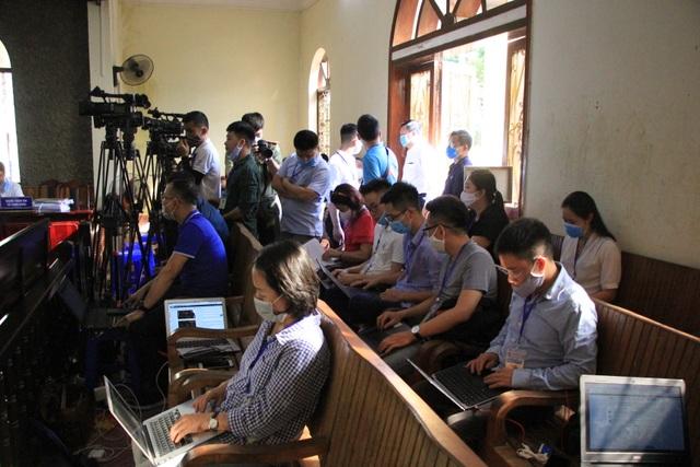 Xét xử vụ gian lận thi cử ở Sơn La: Cựu Giám đốc sở GD-ĐT xin vắng mặt - 15