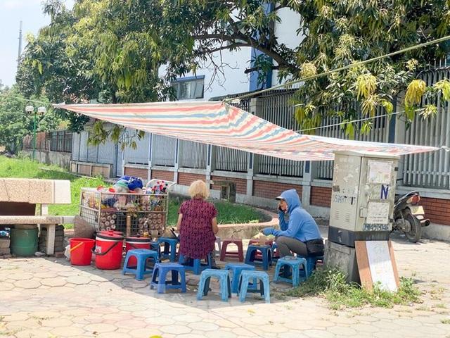 Hà Nội: Người lao động nhọc nhằn mưu sinh dưới nắng nóng đầu hè - 10