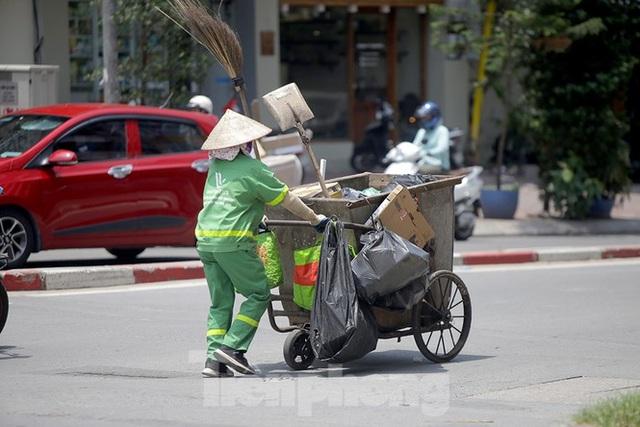 Hà Nội: Người lao động nhọc nhằn mưu sinh dưới nắng nóng đầu hè - 4