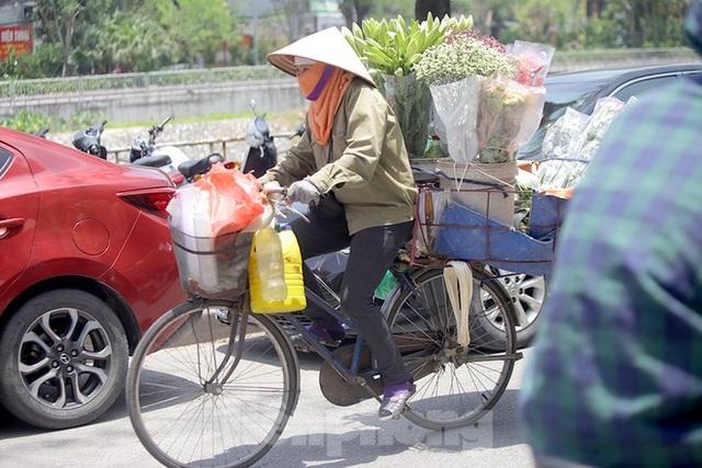 Hà Nội: Người lao động nhọc nhằn mưu sinh dưới nắng nóng đầu hè - 5