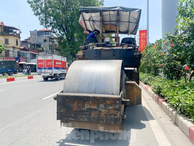 Hà Nội: Người lao động nhọc nhằn mưu sinh dưới nắng nóng đầu hè - 7