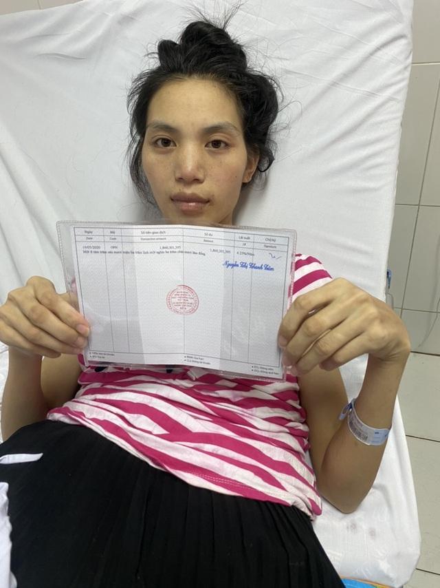 Thai phụ từng nguy kịch tính mạng nghẹn ngào ôm con ngày xuất viện - 5