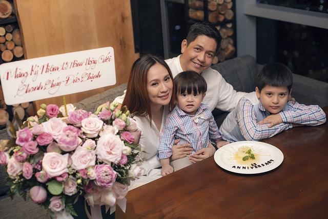 """Đức Thịnh """"choáng"""" với quà kỷ niệm 12 năm ngày cưới của Thanh Thúy - 7"""