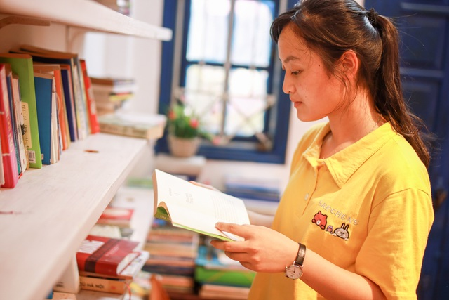 Thư viện miễn phí giữa Thủ đô: Khách tự chọn sách, đồ uống, hoa quả - 4