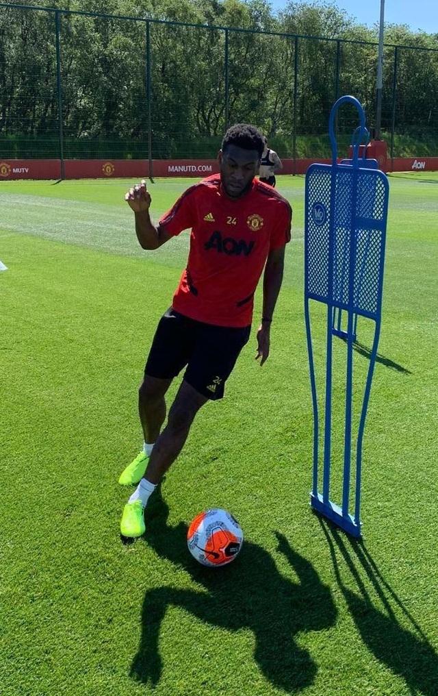 Cầu thủ Man Utd háo hức được trở lại khu tập ở Carrington - 2