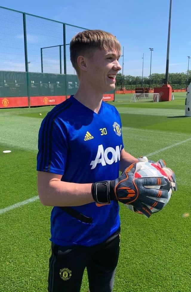 Cầu thủ Man Utd háo hức được trở lại khu tập ở Carrington - 9
