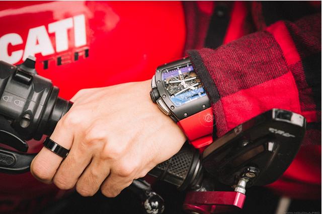 Boss Luxury gợi ý cách chọn đồng hồ phù hợp với những quý ông mạnh mẽ cá tính - 1