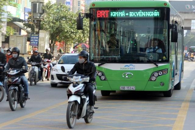 Tăng lương cho lái xe và nhân viên phục vụ xe buýt thường và BRT - 1
