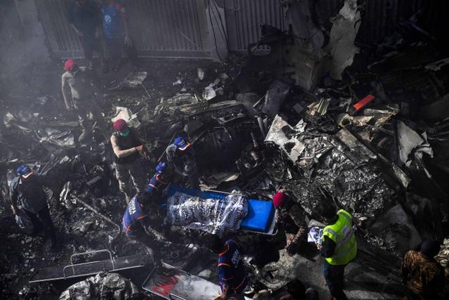 Hiện trường thảm khốc vụ rơi máy bay nghi làm 107 người thiệt mạng - 14