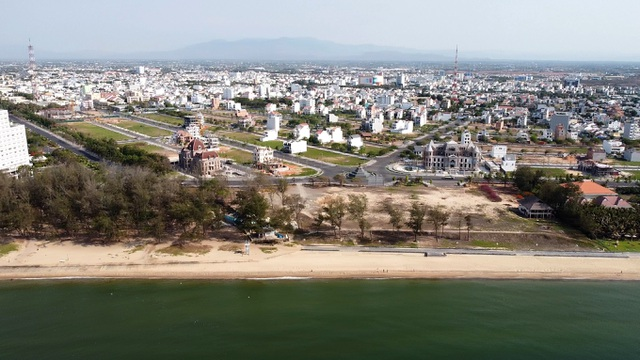 Cận cảnh sân golf Phan Thiết chuyển đổi sang khu đô thị đang bị kiểm tra - 1